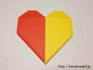 折り紙で2色ハートを折った