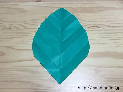 折り紙であじさいの葉っぱを折った