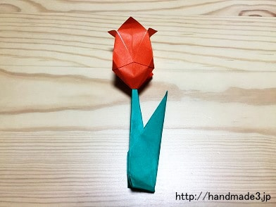 折り紙で立体のチューリップを折った