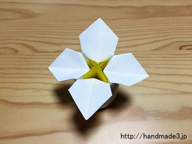 折り紙で水仙を折った