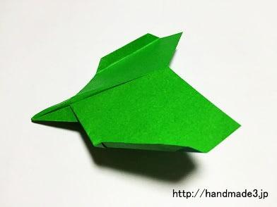 折り紙で紙飛行機のイーグルを折った
