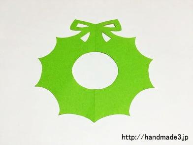 切り紙でクリスマスリースを作った